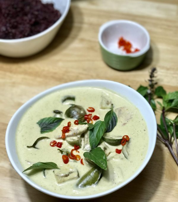 Thai Green Curry with Eggplant and Chicken |www.alldayieat.com