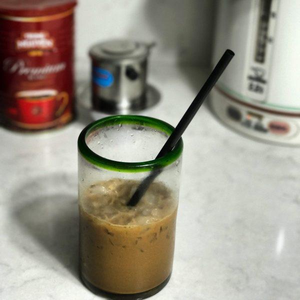 vietnamese iced coffee (ca phe sua da) | alldayieat.com