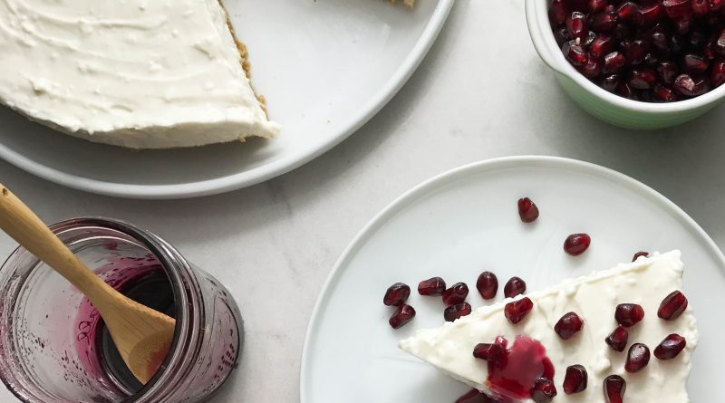 No Bake Greek Yogurt Cheesecake with Pomegranate | www.alldayieat.com