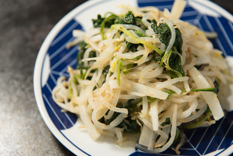 daikon salad with bean sprouts and spinach-2