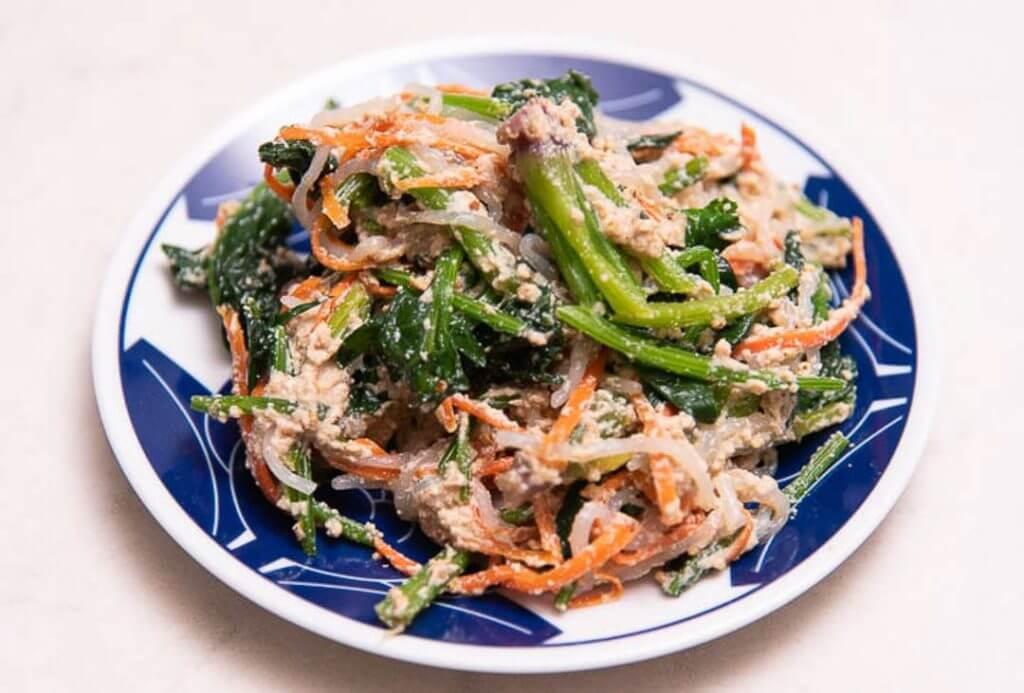 Japanese tofu recipe Carrot, Spinach, and Shirataki noodles (Shiraae) closeup