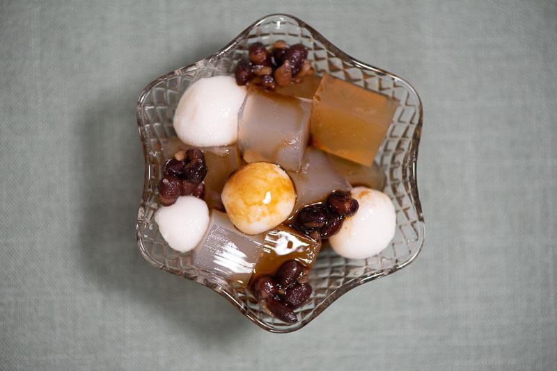 Japanese dessert Anmitsu with hojicha and kamairicha kanten (1)